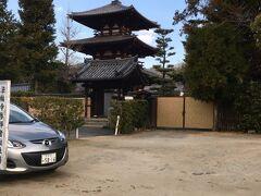 北に1km離れた法輪寺の駐車場に車を停めた。  (なぜなら、ここは無料なのだ。)