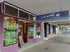 ケアンズで最もおいしいミートパイのお店と言われている「メルドラムス」へ。 人気店なのだが朝早く行ったため、人はほとんどいなかった。