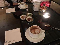 お迎えが来るまでお世話になったリッツカールトンのラウンジでお茶! ハロウィン近かったのでラテアートおばけで可愛かった♡   ▶︎深夜便に搭乗し日本へ。