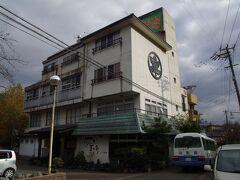 歩いて5分ちょっとで今日泊まる「ホテル丸松」へ  (写真は翌日撮ったものです)