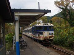 30分遅れで来た列車に乗り新津に向かいました。