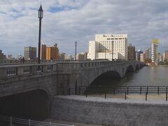 万代シティで下車。  新潟市内の風景でよく見かける万代橋を一枚。思ったよりも大きい橋でびっくりでした。