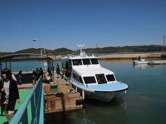 宝伝港から船で犬島へ向かいます。 約10分で到着します。