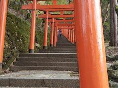 出石城跡の一番上には、有子山稲荷神社があり、そこに続く鳥居です。 鳥居が連なっている風景は、きれいです。 上まで上がると、出石の町が一望できてなかなかよかったです。 時間も遅くなり、天気も曇ってきていたのですが、日の高い時間に来ていると、いっそう、きれいなんだと思います。 結局時間がなくて、出石そばは、食べられませんでしたので、また来る機会をつくれればいいなぁ。