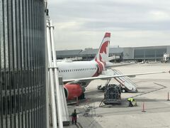 ラスベガスマッカラン国際空港到着 ボーディングブリッジを渡り
