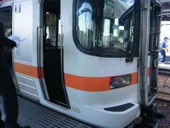 関西から列車を乗り継いできて、ココ島田駅で初めて終点まで乗らずに下車して、島田駅始発の熱海行きに乗りました。 しかし、この後、気が変わり熱海まで乗らず、予定には無かった途中下車をするのでした。