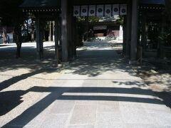カプセルホテルを早起きして上野から予定より早い快速ラビットに乗って乗り継いだ栃木県の黒磯にも早く着いたので、街歩きをして神社に着くと、カップルがお祓いを受けていました。 多分、子宝祈願かなと感じました。