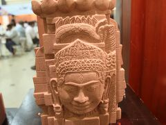 空港内の仏像