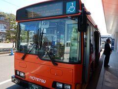 松山観光港に到着。ここからは100円の高浜駅連絡バスに乗ります。100円って安いですねぇ。