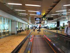 シンガポールで、2時間40分ほどトランジットタイムがあるので、比較的ゆっくりするわねー♪ まずは、トランジットクーポンを貰いに行こうかなー