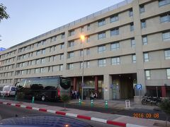 マドリッドに到着し、バスでホテルに向かいました。ここが最初に宿泊するホテルです。トリップ・マドリッド・エアポート・スイートです
