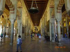 昼食後の観光は巨大モスク・メスキータです