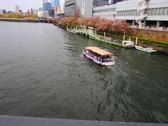 天満橋を渡り谷町線で天王寺へ。  船で花見って追うのもいいなあ。  来年企画してみよう。
