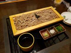 友達夫婦と米子最後の夜ご飯に行きました。 『和食 海王』 まずは友達が蕎麦を頼んでくれみんなで頂きます。 初日に食べたのとは違った食感