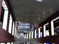 アントワープ中央駅に到着です。 駅舎は写真で見ていましたが、構内がこんな立体的で近代的とは思ってもいませんでした。