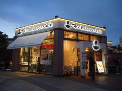 「俺のBakery&Cafe」を出た頃には外も暗くなってきました。