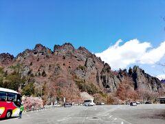 7:30に新宿を出発して、まず目指したのは妙義山の麓。  出掛けに雨が降っていたことが信じられないほどの快晴です!