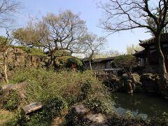 バイクタクシーで耦園(グウエン)へ。この庭園も世界遺産です。1人20元(350円)の入場料。