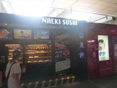 乗車時間2分(笑)でサイアムに到着です。  BTSの駅は商業施設が充実してますね。 「なえき」のひらがながまぶしい、テイクアウト専門のお寿司やさん。 おにぎりも売ってるけど。