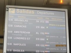 ブリュッセル行きは12時40分発。  出国手続きをしてから2時間ほど時間がありました。