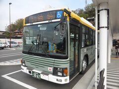 時間が経つにつれ大行列に。富士急山梨バスは8時06分発。全員は乗れませんでしたが、すぐ臨時便も出るようでした。