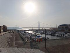 今日も明石海峡大橋と淡路島が良く見えます。