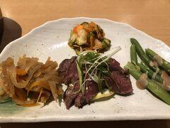 夕食は日本人経営の『湖畔レストラン』。 日本らしい前菜。