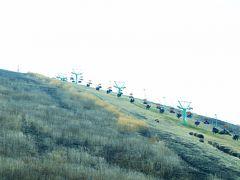 近くの大室山、リフトで山頂まで上ることができます。 ただこの日は風が冷たく母が風邪気味だったこともあり、上るのはやめて、ここからバスで伊東へ向かいました。途中、一碧湖なども通り、ちょっとしたドライブ気分♪