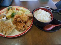 ●駅前飯店げんぞう@JR近江今津駅界隈  唐揚げ定食にしました。 これで900円なり~! すごいボリュームです。 しかも、唐揚げ、ちゃんと下味もついて、美味しい! これは、最強です。 ごちそうさまでした!