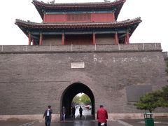 バスを下車して、10分ほど歩くと、 宛平城という城砦があります。 規模は小さいのですが、立派な城壁です。