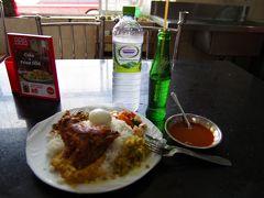 ポロンナルワバスターミナルのLANKA Hotelで昼食