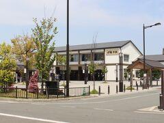 伊勢市で降車。 外宮に最も近い駅です。 近鉄とJRの駅はつながってますが、 外宮へはJR側の出口から出ます。