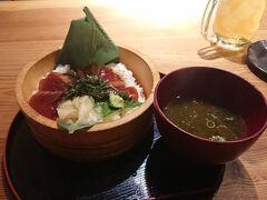 夕食は外宮参道にある鈴木水産。 てこね寿司です。 カツオの海鮮丼ですね。 あおさのお味噌汁もおいしかったです。