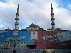イェニモスクに近づいてみた。  工事中だった。