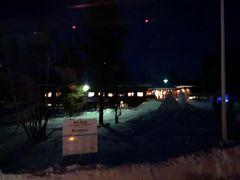 サーリセルカに到着しました!  村と聞いていたので、雪の降る小さい田舎を想像していたのですが、完全なスノーリゾート地。。  民家は見当たりませんでした。