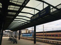 ウィーンからプラハ本駅に到着^^ 1等車の車内はWifiもあってとっても快適です。 思っていたよりあっという間の乗車時間でした♪