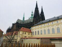 プラハ城へやってきました~ ここから見る聖ヴィート大聖堂がとっても素敵です^^