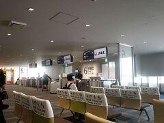 私は福岡県在住なので、松山は福岡空港を利用、JAL便になります。 今回、私はマイルを、同行の母は「おともでマイル」を利用。母の航空券は片道10,500円とかなりお得です。