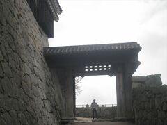 第一の門は「戸無門」です。その名の通り、扉がありません。