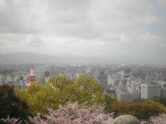 筒井門・隠門の前から撮影した松山市街です