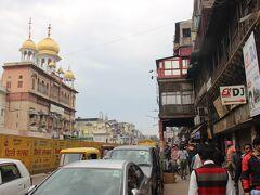最後は「チャンドニー・チョーク」という繁華街へ。 ムガール帝国時代からの繁華街で、庶民の街。 インドの雰囲気を一番感じられるところでしょう。