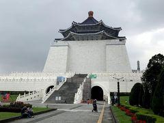 朝ごはんの後は歩いてすぐにある、中正記念堂の観光を。立派ですね~