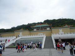 さて、午後の活動開始です。中山駅近くの両替商(お茶屋さん)によって台湾ドルを手に入れ、タクシーで故宮博物院に向かいます。中山駅付近から故宮博物院までタクシーは300元ぐらいでした。