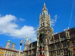 ■□■□8/10(金)5日目 □■□■ミュンヘン ■□■□街歩き  どうです、いい天気でしょ。  昨日も来たんだけど、リベンジでやって来ました。 マリエン広場と新市庁舎♪