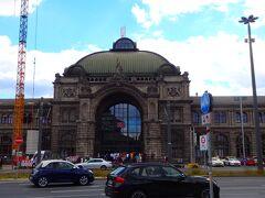 ■□■□8/10(金)5日目 □■□■鉄道移動:ICE626 ■□■□ニュルンベルグHbf  威風堂々の中央駅です(*^^)v  ニュルンベルグは6年ぶり。 6年前は、2012年の12月24日の夕方に着いたんで、どこもかしこも閉まってたんだよね。クリスマスマーケットも当然閉まってたよ~(悲鳴)