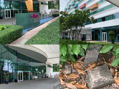 The Day of 2nd: 前述のように、この旅程自体が想定外の事で、48回目の渡シンガポール。 シンガポールに行けるだけでラッキーなのだから、投宿先はどこでもよかったのだ。  とはいえ、せっかくのシンガポール行きはノンビリと好きなペースで過ごしたいと思い、2014年7月に一度投宿した事があるVillage Hotel Changi by Far East HospitalityをAgoda経由で確保。1泊当たり9,000円台のリーズナブルな価格。 ここはホテルの格は高くリゾートホテルの風情があるし、周辺のChangi Villageは生活感あるローカルの賑わいを味わえ、食環境も必要にして充分揃う、なかなかの通好みな滞在地である。都市部のシンガポールとまた違った雰囲気を感じる事が出来る。 何と言っても、チャンギ空港のすぐ隣でもある、上空の至近距離を離着陸する飛行機をこれでもかというくらい見る事も出来るのだ。何だかんだでワクワクしてきたw  ちなみに、前夜のチャンギ国際空港到着は11:45pm。Grabを利用して25分程でChangi Villageにたどり着いた。23SGD、Comfort Driverだった