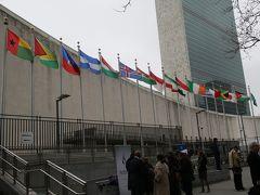 国連本部まで、バスで移動。ニュースでおなじみの画角。