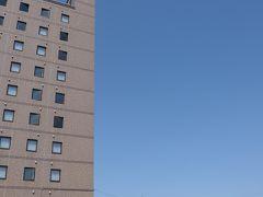ホテルの左遠方に真っ白な鳥海山が見えます