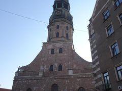 ぐるっと回って聖ペテロ教会を正面から。  あとで塔の一番上まで登りま~す♪