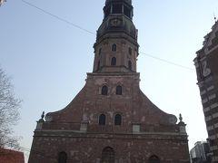 そろそろ10時近くなったので、聖ペテロ教会の正面で待機します。  入場料9ユーロ。  エレベーターで塔を登ります。